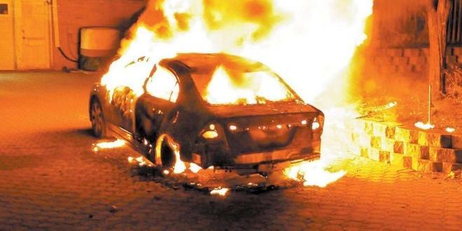 Джип, собственост на полицай от Сандански, бе запален тази нощ.