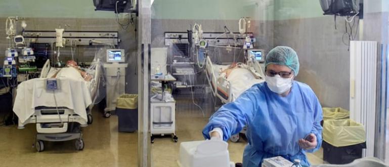 Приемането на пациенти в отделението по ортопедия в Многопрофилната болница