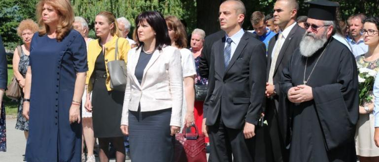 Снимка: Две дами поведоха честването на Левски в София