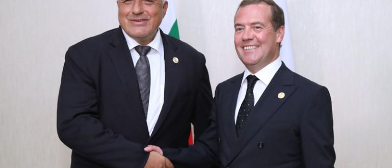 Снимка: Борисов говори с Медведев за Белене и Балкан