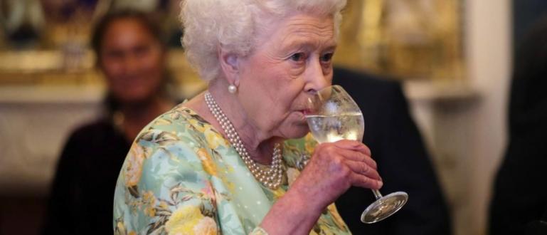 Британското кралско семейство започна да продава джин, направен от лимон,