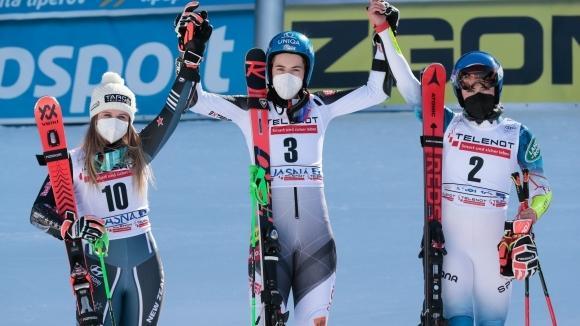 Словачката Петра Влъхова спечели гигантския слалом за Световната купа по