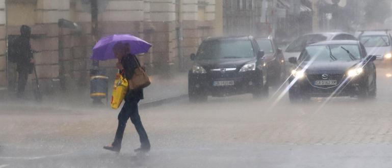 Проливен дъжд се изля в София и за пореден път