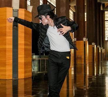 Майкъл Джексън събира овации и хули из Европа. В Хелзинки