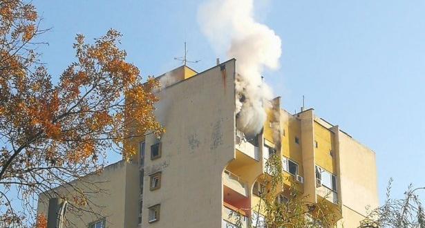 Двама мъже са с изгаряния след пожар в жилищен блок