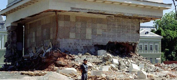 Този август се навършват 20 години от разрушаването на мавзолея