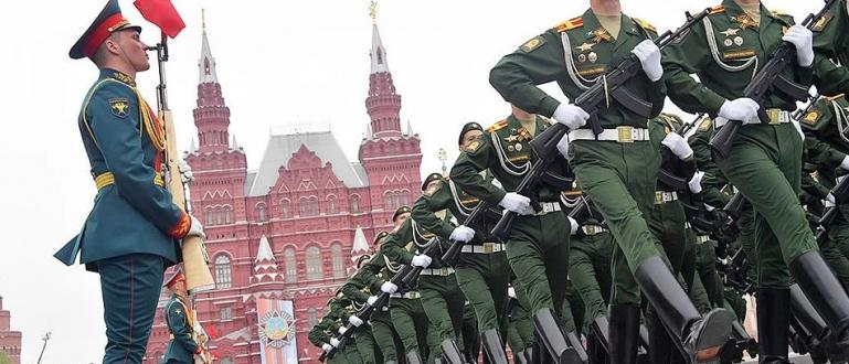 Парадът на победата на Червения площад в Москва и в