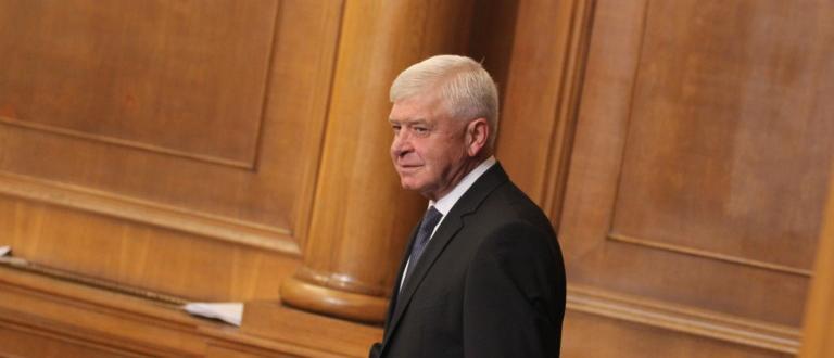 Здравният министър Кирил Ананиев издаде заповед, с която регламентира влизането