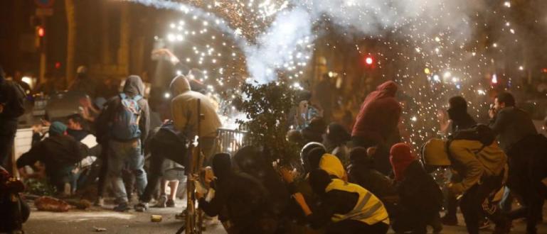 Снимка: Огньове и кръв в Каталуния /СНИМКИ/