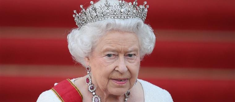 Кралица Елизабет Втора използва джин, за да чисти кралските бижута,