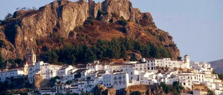 Малко градче в Андалусия се пази от коронавируса с техника