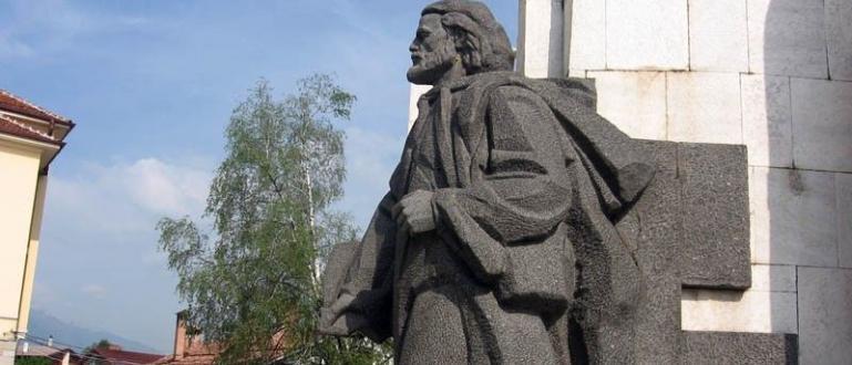 297 години се навършват днес от рождението на Паисий Хилендарски