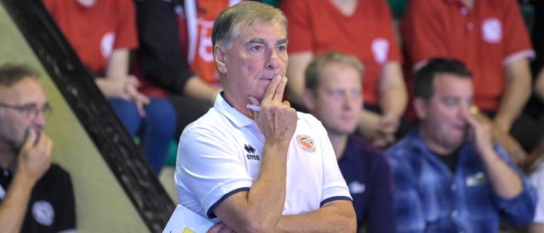 Селекционерът на мъжкия национален тим по волейбол Силвано Пранди започна