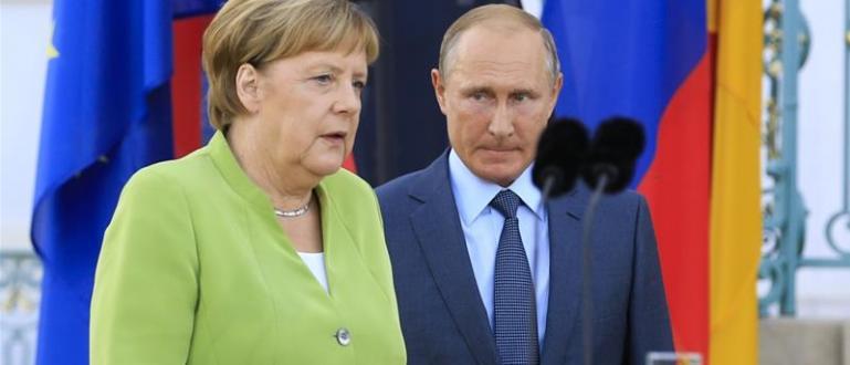 В телефонен разговор руският президент Владимир Путин и германският канцлер