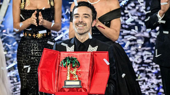 Певецът композитор Антонио Диодато, който спечели голямата награда във финала