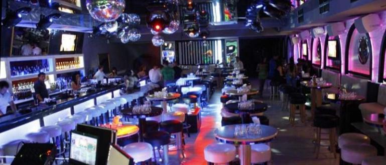 Заведенията, които обикновено се свързват с нощта, като дискотеките например,