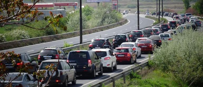 Зарадитрите почивни днисе очаквазасилен трафикв цялата страна. Със специална организация