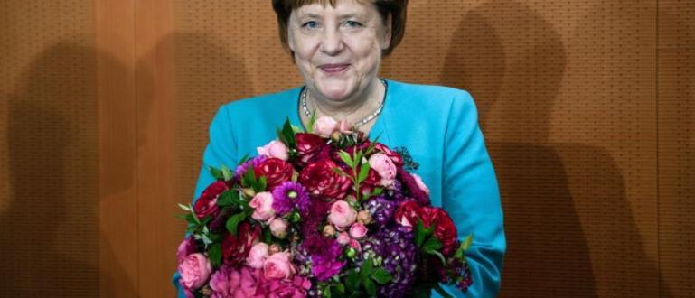 Канцлерът на ГерманияАнгела Меркелзапочна по обичайния начин днешното заседание на