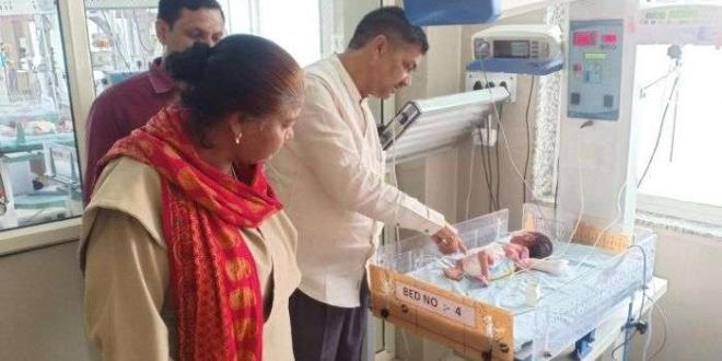 Спасението му било истинско чудоДвойка мъж и жена спасиха бебе