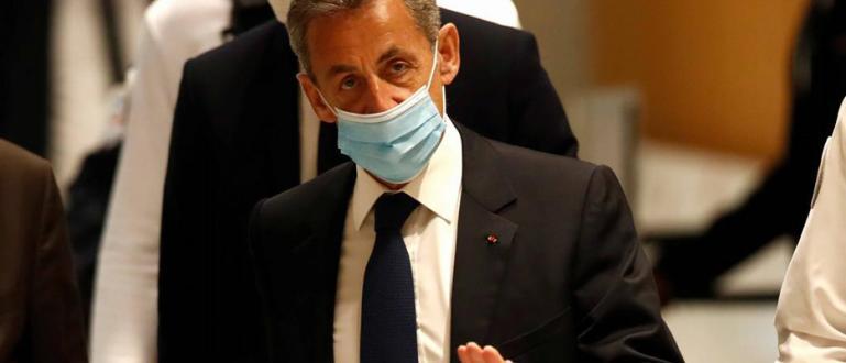 За първи път в историята на следвоенна Франция президент е