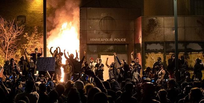 Екшънът в Минеаполис не стихва. Втора вечер продължават протестите в
