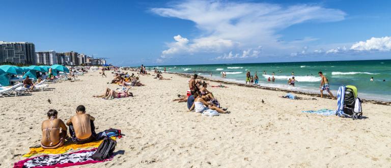 Снимка: Плажна полиция vs.безумци по морето