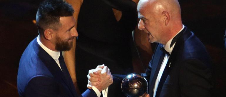 Снимка: Меси взе приза за №1 на ФИФА