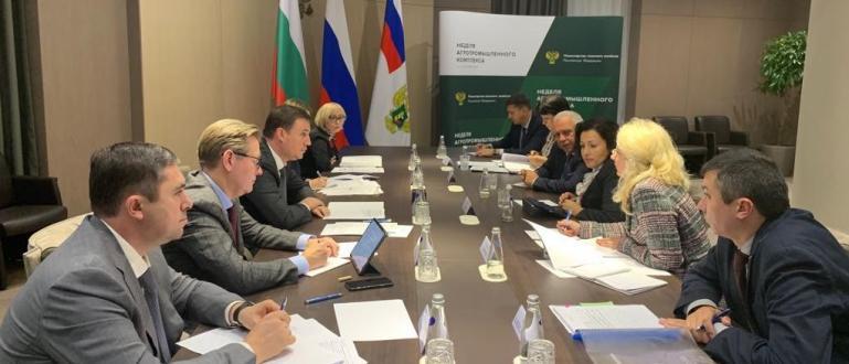 Земеделският министър Десислава Танева и министърът на селското стопанство на