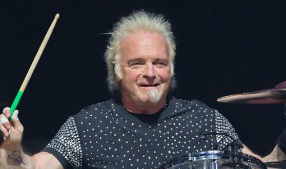 Джоуи Крамър – барабанистът на култовите Аеросмит, даде колегите си