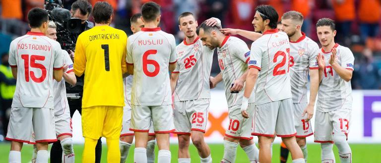 Нидерландия спечели убедително група С на еврофиналите. Това стана и