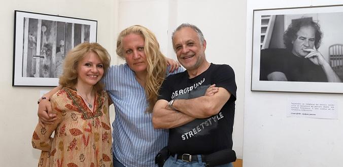 Ани Петрова с художничката Катрин Томова и изкуствоведа Филип ЗидаровЕкспозиция