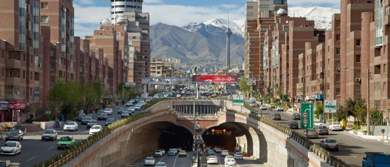 Протести избухнаха в Ислямска република Иран, след като правителството неочаквано