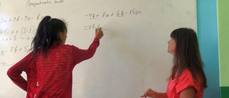 Повече от 60% от учителите в България са застрашени от