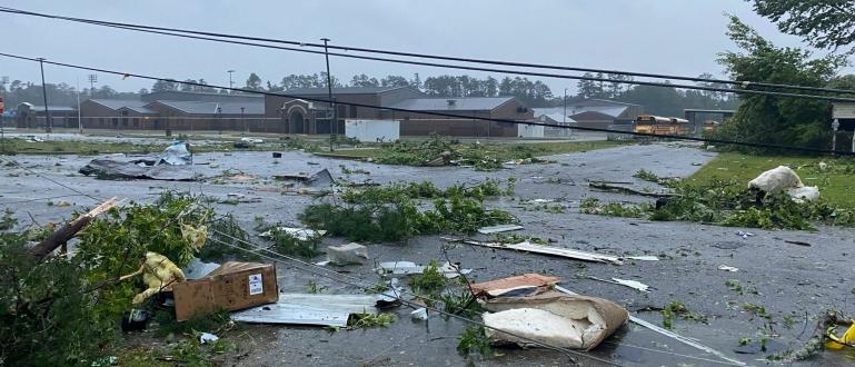 Тропическата буря Клодет отне живота на 12 души в американския