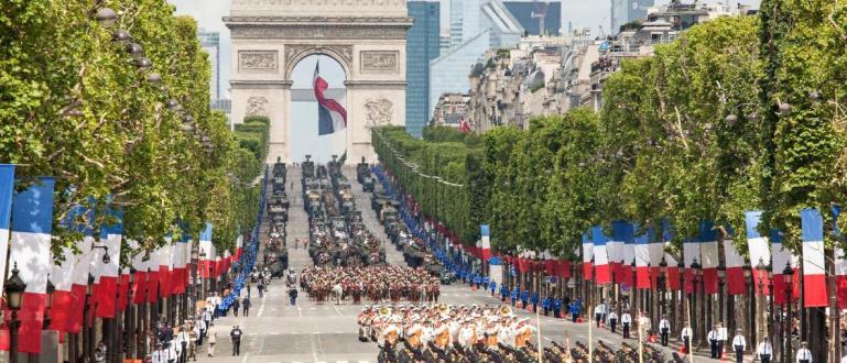 Денят на Бастилията или Националният празник на Франция се отбелязва