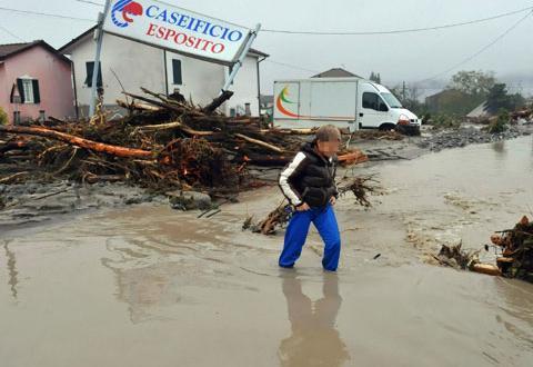 Опустошителни бури удариха централните райони на Италия, пишат медиите на