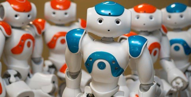 Роботи, говорещи повече от 53 езика, откриват треска и определят