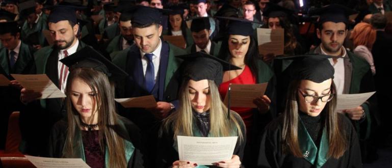 Великобритания засега остава сред най-популярните дестинации за бъдещите студенти, въпреки