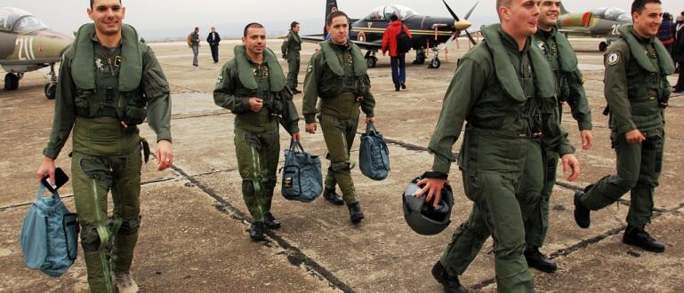 Нови бонуси за дежурства и извънредни ситуации ще прибират военните.
