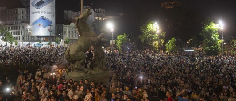 Протест срещу повторното въвеждане на полицейски час се състоя снощи