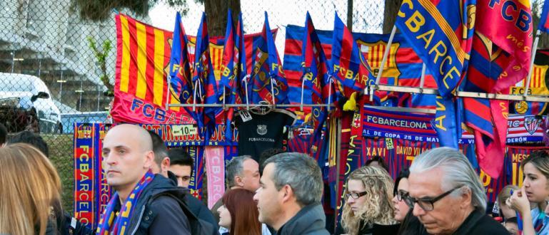 Подадените оставки в гранда Барселона са заради финансови измами. Това