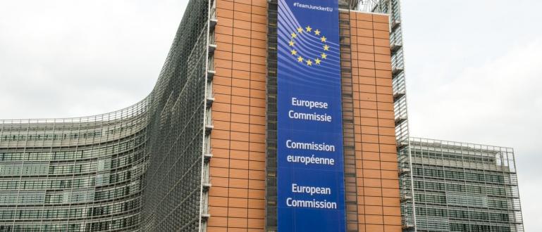 Европейската комисия се готви да въведе минимална работна заплата във