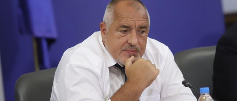 Бойко Борисов обеща, че ако икономиката върви добре догодина, служителите