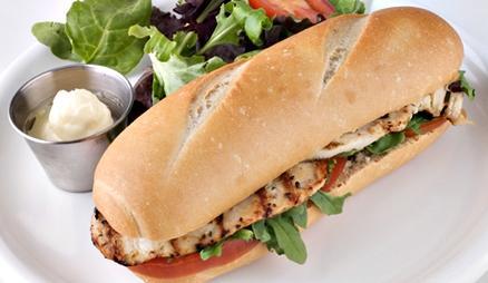 Едни от най-вкусните храни се предлагат между две филийки хляб.