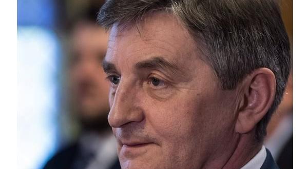 Скандалът се разразява в навечерието на парламентарните избори на 13