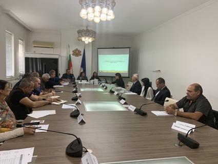 Областният управител Малина Николова председателства днес заседанието на Областната комисия