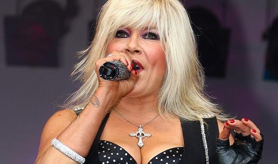 54-годишната британската певица и модел Саманта Фокс стана популярна през