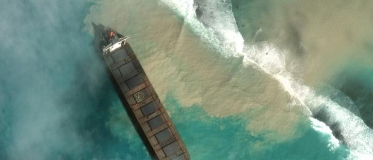 Премиерът на Мавриций Правинд Джагнот обяви екологично извънредно положение, предадоха
