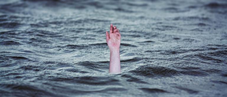 Трагедия в Девня - 12-годишно дете се удави в изкоп,