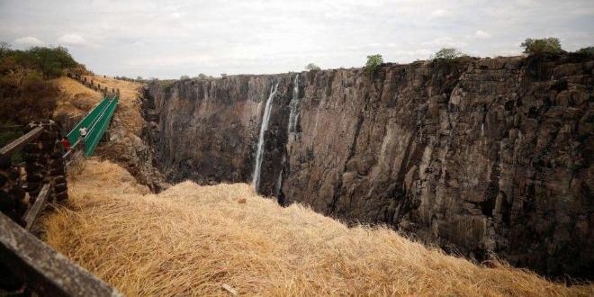 Един от най-внушителните водопади в света - Виктория, се превърна